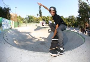 Tail slide na borda do bowl do Skatepark Sogipa